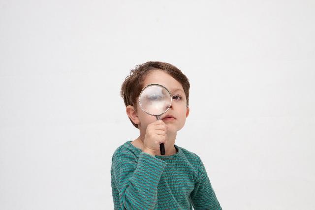 虫眼鏡で観察