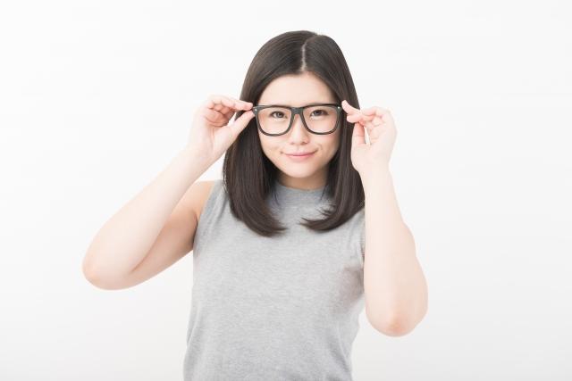 感謝メガネをかける